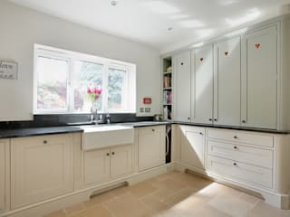 The Classic Shaker Kitchen: classic Kitchen by Duck Egg Kitchens