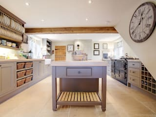 Free Standing Islands: classic Kitchen by Duck Egg Kitchens