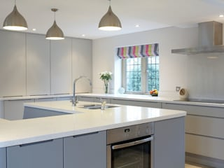 The Painted Handle-less Kitchen: modern Kitchen by Duck Egg Kitchens