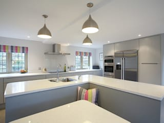 The Painted Handle-less Kitchen Modern kitchen by Duck Egg Kitchens Modern