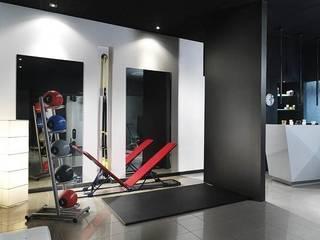 studio personal trainer: Palestra in stile in stile Minimalista di monica giovannelli architetto