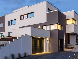 Garage/Rimessa in stile moderno di casaio | smart buildings Moderno