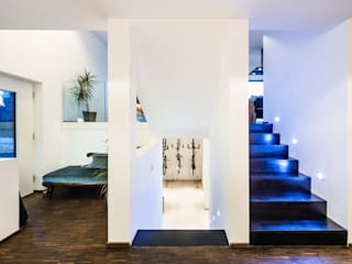 casaio | smart buildings Modern corridor, hallway & stairs