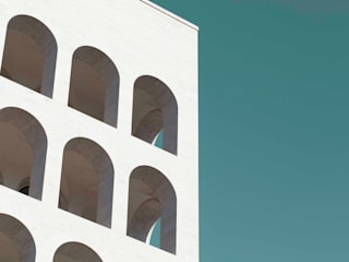 Colosseo Quadrato: Case in stile in stile Minimalista di Alessandro Barattelli