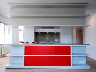 Ansicht vom Wohnbereich:  Küche von Moserarchitekten