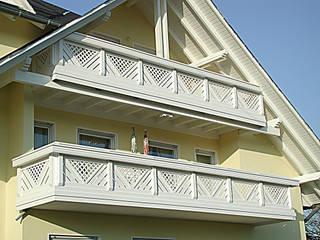 Balcones y terrazas de estilo moderno de BEGO Holz und Stahl Moderno