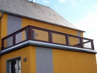 Balkongeländer Modell Multi mit Edelstahlstäben:  Terrasse von BEGO Holz und Stahl