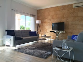 Wunderschönes Meerblick Chalet im maritimen Stil:  Wohnzimmer von INSIDE Architecture