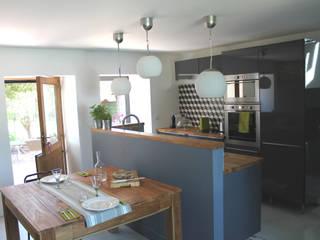 modern Kitchen by virginie DEVAUX