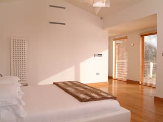 'Lofties' Nottinghamshire Minimalist bedroom by Rayner Davies Architects Minimalist