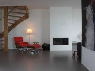 Mooie warmgrijze gietvloer. : moderne Woonkamer door Design Gietvloer