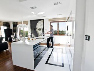 Glamur Apartment 110m2 Klasyczna kuchnia od TiM Grey Interior Design Klasyczny