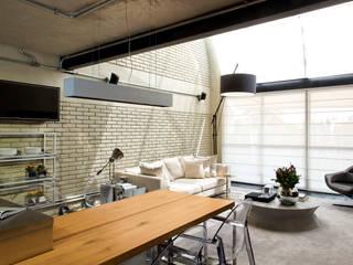 DIEGO REVOLLO ARQUITETURA S/S LTDA. Salones de estilo industrial