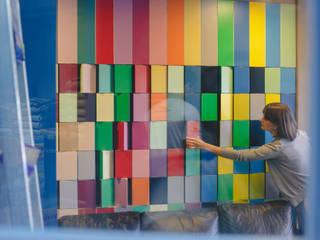 Painel giratório tendências de cores : Lojas e imóveis comerciais  por Casa Habitada