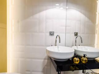 Modern Flat 69m2 Nowoczesna łazienka od TiM Grey Interior Design Nowoczesny