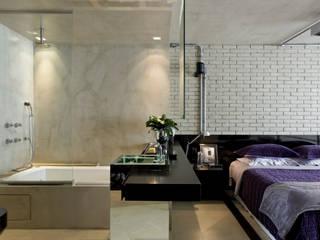 DIEGO REVOLLO ARQUITETURA S/S LTDA. Industrial style bathroom