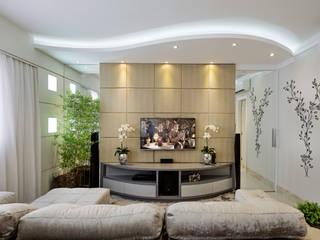 Apartamento Indaiatuba: Salas multimídia  por Designer de Interiores e Paisagista Iara Kílaris,Moderno