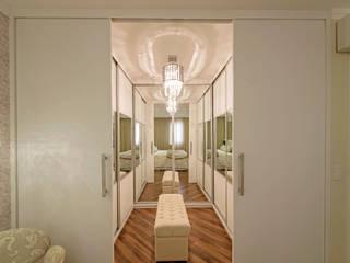 Apartamento Indaiatuba: Closets  por Designer de Interiores e Paisagista Iara Kílaris