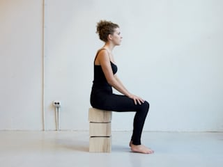 Spine Stool // ergonomische kruk:   door Studio Rene Siebum