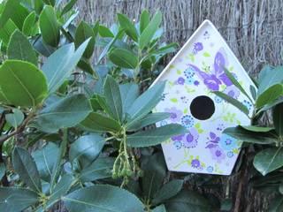 Casita Pm - Mariposas moradas:  de estilo  de Decupach