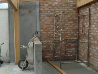 Área Externa - Reforma Residencial ( Condomínio Campos do Conde I ) - Tremembé - SP: Terraços  por Fernanda Marcondes Arquitetura &  Interiores,