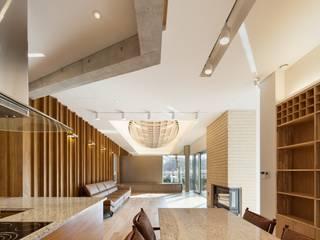 내곡동 천경재: 제이에이치와이 건축사사무소의  거실