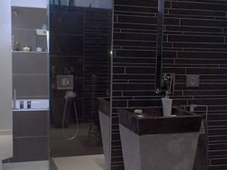 L'UNIVERS DU BAIN: Salle de bains de style  par VALERIE BARTHE AiC