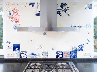 blue red and yellow:  Keuken door José den Hartog