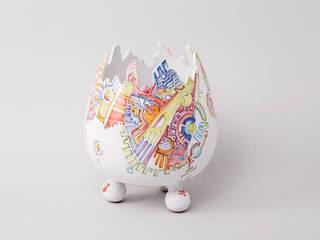 Atelier Soleil - Vase  « œuf » au décor Meccano: Salle à manger de style  par Atelier Soleil