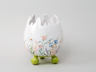 Atelier Soleil - Vase  « œuf », décor fleurs des champs: Salle à manger de style  par Atelier Soleil