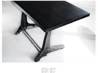 Biurko z blatem z Czarnego Dębu i żeliwnymi nogami od ReNowe Art Industrialny