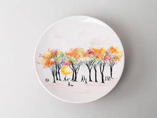 Assiette au décor de l'artiste japonaise Junko - Atelier Soleil, faïencier à Moustiers:  de style  par Atelier Soleil