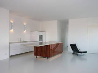 Latex spuitwerk penthouse woning te Rotterdam: modern  door WandenPlafondSpuiten.nl | latex spuiten | spack spuiten | stucwerk, Modern