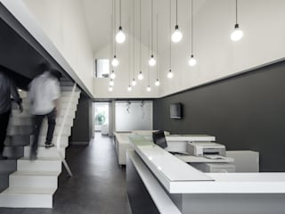 Minimalist clinics by PAULO MERLINI ARCHITECTS Minimalist
