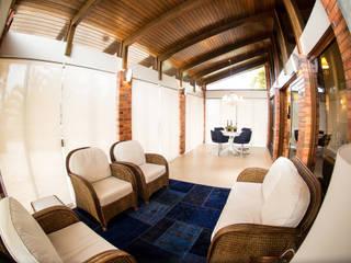 Salones de estilo clásico de Joana & Manoela Arquitetura Clásico