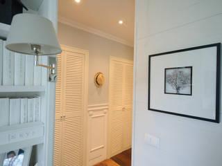 Pasillos, vestíbulos y escaleras de estilo clásico de Studio Inaczej Clásico