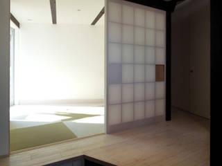 Salle multimédia de style  par 充総合計画 一級建築士事務所, Moderne