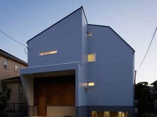 趣味の地下空間をもつコートハウス モダンな 家 の 充総合計画 一級建築士事務所 モダン