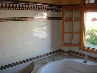 Baño decorado: Baños de estilo  de Hispalcerámica