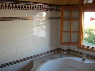 Mediterranean style bathroom by Hispalcerámica Mediterranean