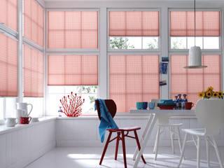 Tende a vetro per soggiorno: Soggiorno in stile in stile Scandinavo di Lasciati Tendare