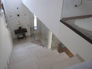 Ingresso, Corridoio & Scale in stile moderno di RW Lifestyle - Hellglasmanufaktur Moderno