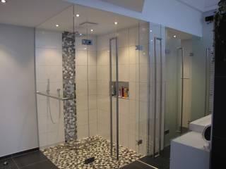 Bagno moderno di RW Lifestyle - Hellglasmanufaktur Moderno