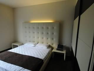 Śródziemnomorska sypialnia od CARLO CHIAPPANI interior designer Śródziemnomorski