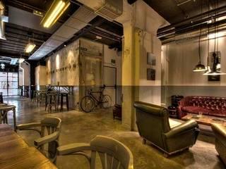 GARAGE BEER Co.: Bares y Clubs de estilo  de DA2 ARQUITECTURA