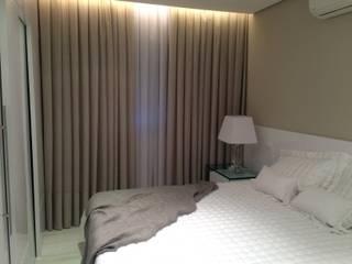 Minimalist bedroom by Roesler e Kredens Arquitetura Minimalist
