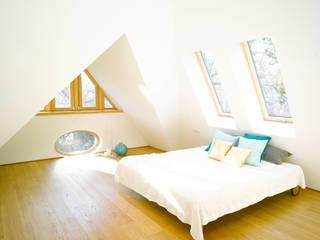 Quartos modernos por rundzwei Architekten