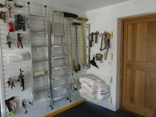 Need to store all your tools in the garage? Try a feature wall!:  Garage/shed by Garageflex