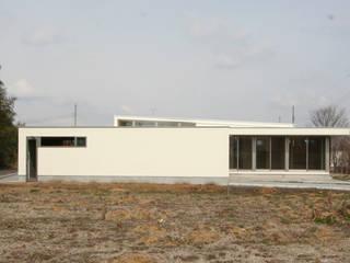 Minimalist house by STUDIO POH Minimalist