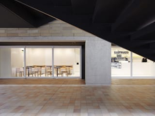 Minimalistische bars & clubs van Cong Design Office, Co.,Ltd.( コングデザインオフィス) Minimalistisch